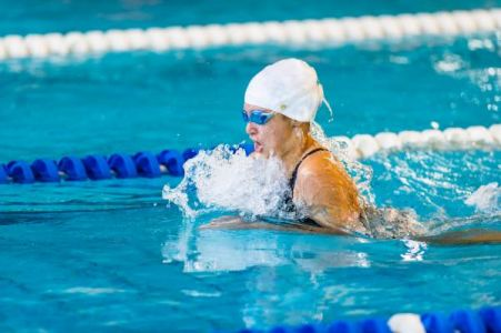 womanbreaststroke